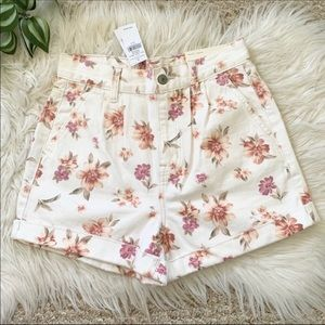 American Eagle   Floral High Rise Mom Jean Shorts